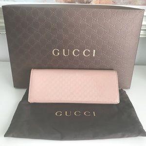 Gucci Microguccissima Broadway Clutch in nude
